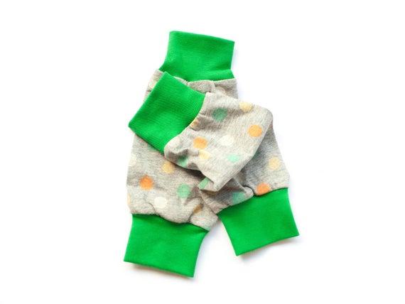 Baby Stulpen mit Punkten, Beinstulpen aus Bio Jersey, graue Stulpen Frhling, Sommerstulpen Tragetuch